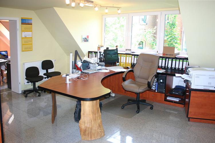 Büromöbel aus Holz maßgefertigt aus der Tischlerei - Tischlerei ...